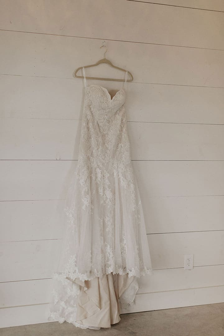 TwoWishesRanchEvents-Wedding-Gown-Hanger
